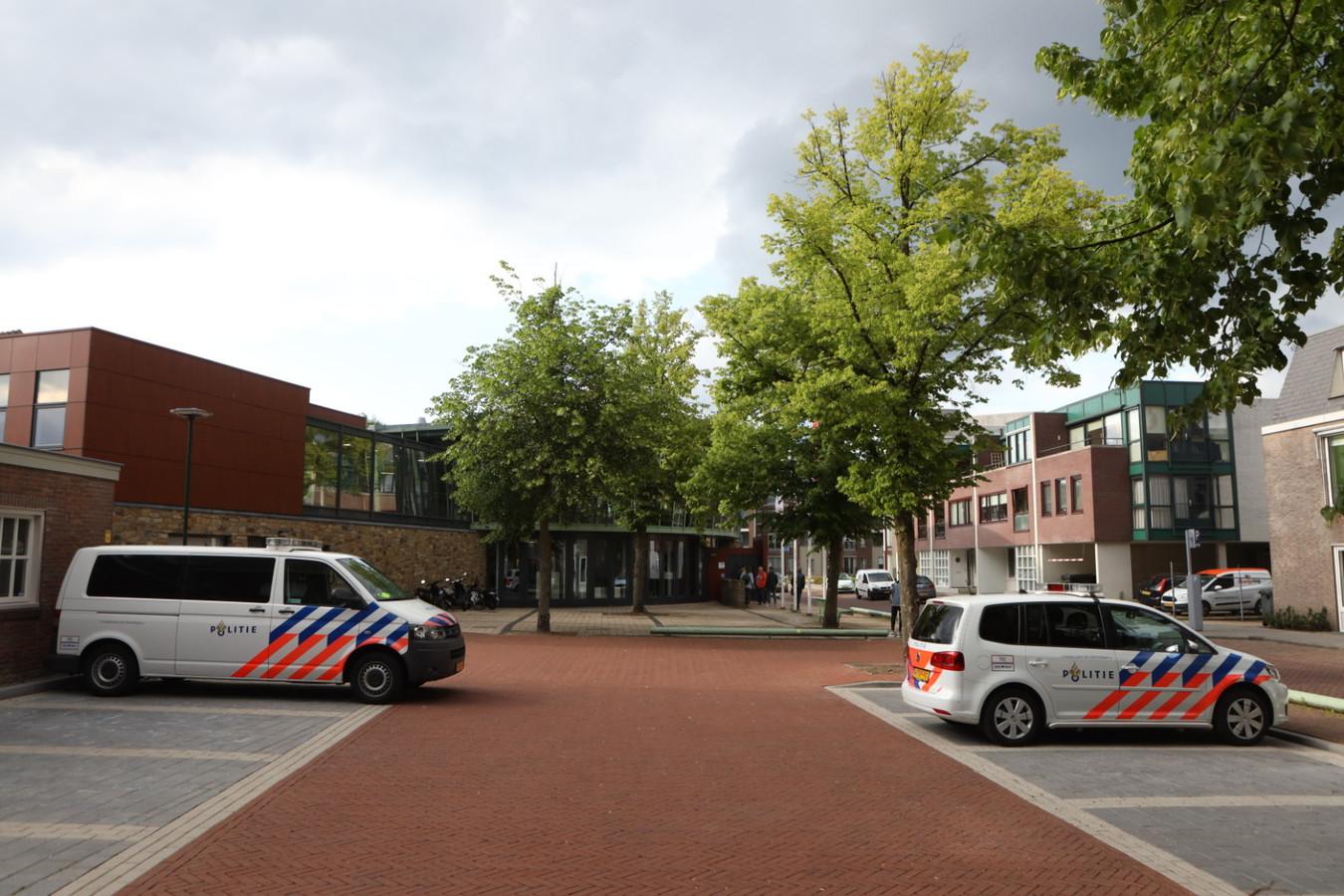 Politiewagens bij gemeentehuis Boxtel