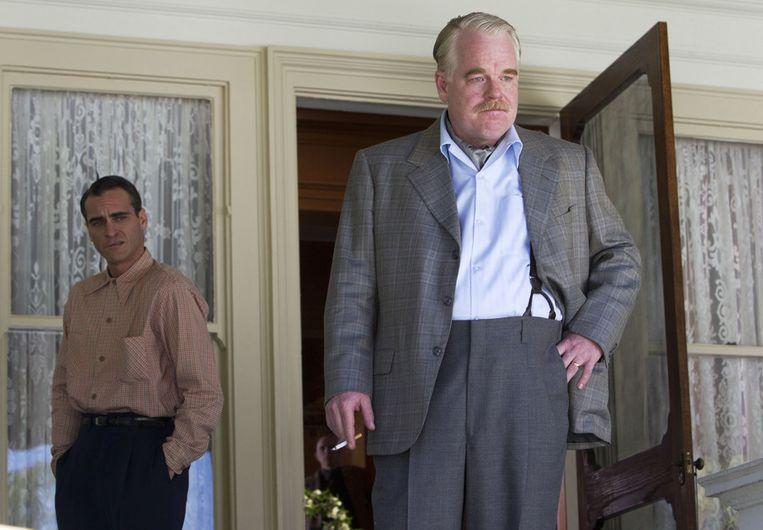 Philip Seymour Hoffman (vooraan), als de Ron Hubbard van 'The cause', en zijn onvergetelijke leerling Freddie, gespeeld door Joaquin Phoenix. Beeld AP