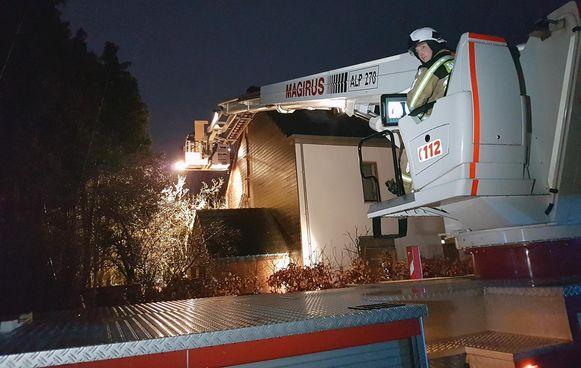 Ook in de Vaartstraat raakte een woning beschadigd door een brand.