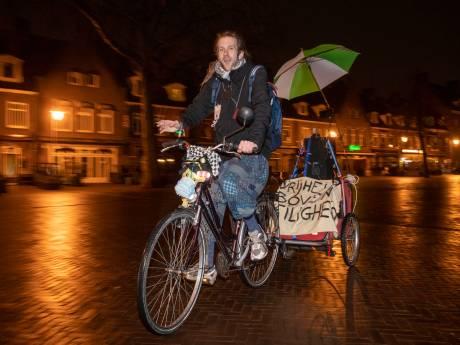 Eenzame demonstrant tegen avondklok in Wageningen: 'Ik draai langzaam door'