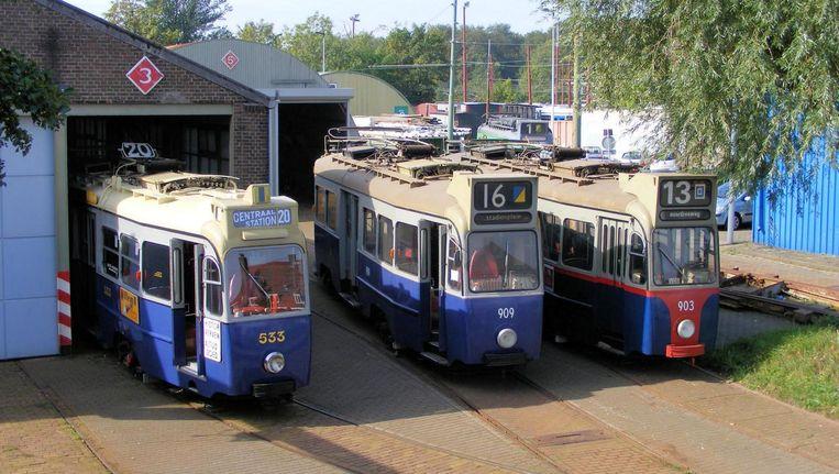 De trams staan op dit moment nog gestald in de remise in de Havenstraat. Beeld Electrische Museumtramlijn Amsterdam