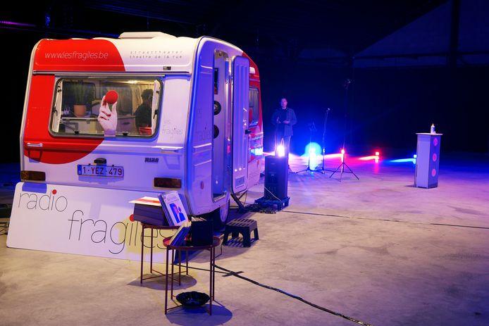 Hun caravan stond niet op straat maar voor een keertje in Hangaar 44.