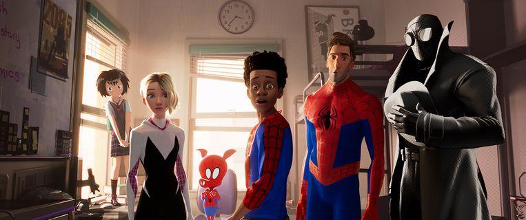 Miles Morales ontwikkelt superkrachten en wordt Spider-Man. Beeld