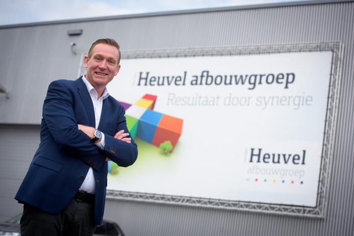 Jan van den Heuvel gooide het roer bij zijn bedrijf om. Hij maakte er een compleet afbouwbedrijf van, en werkt met veel zzp'ers.