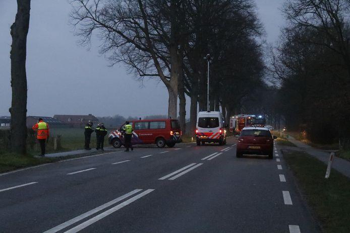 De bestuurder van een auto is overleden bij een eenzijdig ongeluk op de N271 bij Mook.
