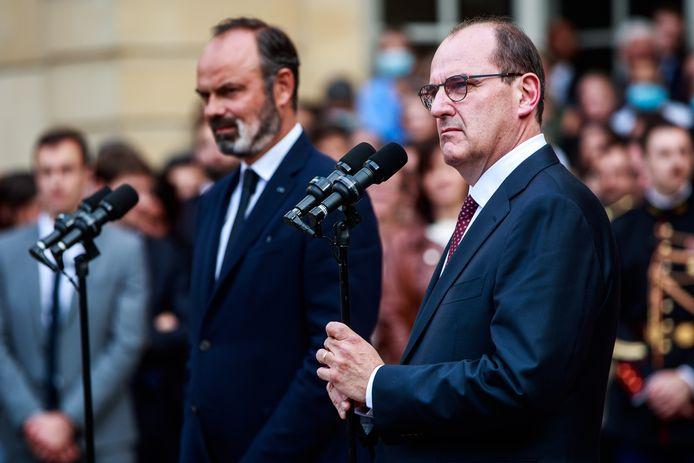 Le premier ministre sortant Edouard Philippe et son successeur Jean Castex durant la cérémonie de passation de pouvoir à Matignon.