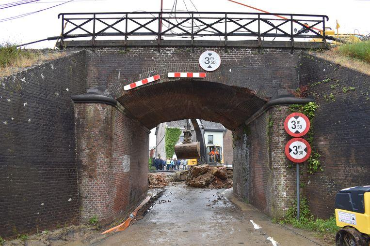 De oude brug wordt later opgevuld.