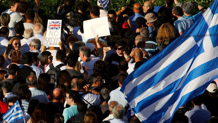 Ook de Griekse bevolking kwam de afgelopen weken massaal op straat om te protesteren tegen een mogelijke brexit. Beeld afp