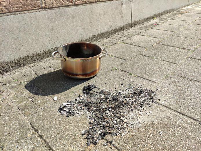 De pot op het fornuis zette het appartement onder de rook