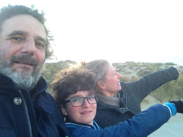 José Cutileiro met vriendin Anne en hun zoon Aymon in Zeeland 2016. Beeld