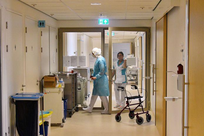 Verpleegkundigen aan het werk in het MST in Enschede.