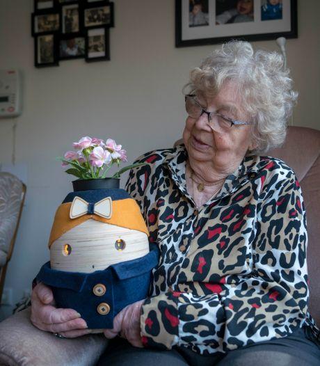 Deze zorgrobot helpt ouderen de dag door