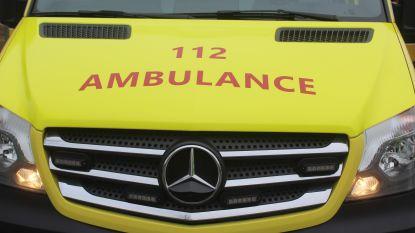 Bromfietser lichtgewond na botsing met auto