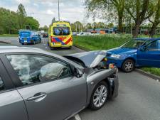 Twee gewonden door botsing op kruising in Maarssen