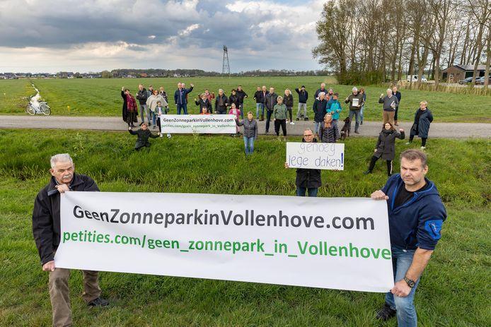 Tegenstanders van een zonnepark langs de Noordwal kwamen samen voor een protest.