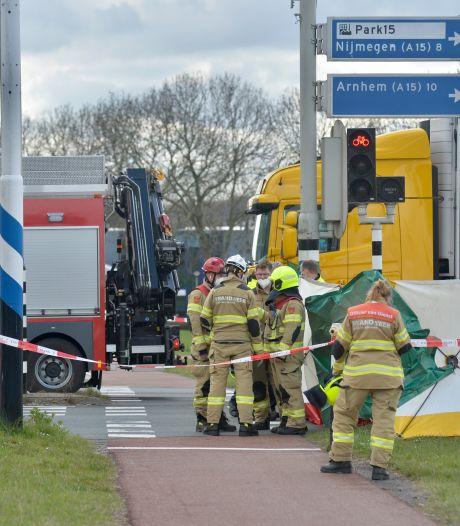 Fietser (63) uit Elst overleden door aanrijding met vrachtwagen bij Oosterhout