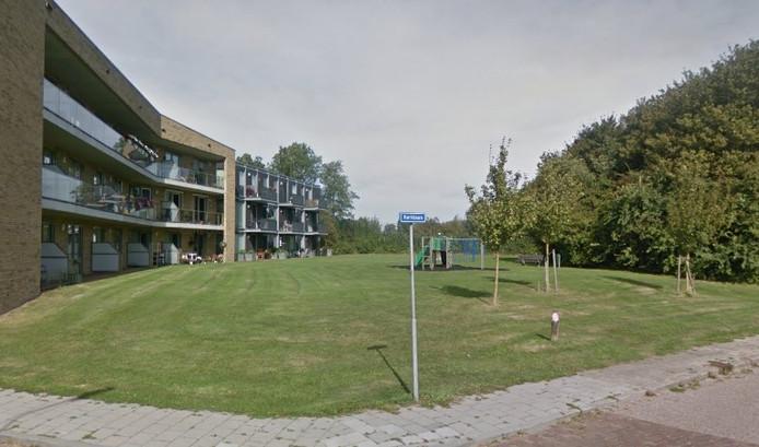 Op dit speelveld in Arnemuiden komt een nieuw speeltoestel dankzij de Buurtprijs van het Oranjefonds voor De Arne.
