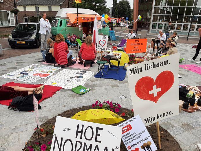 Bas aan het woord tijden de sit-in op het Louis Janssenplein in Cuijk, afgelopen zaterdag.