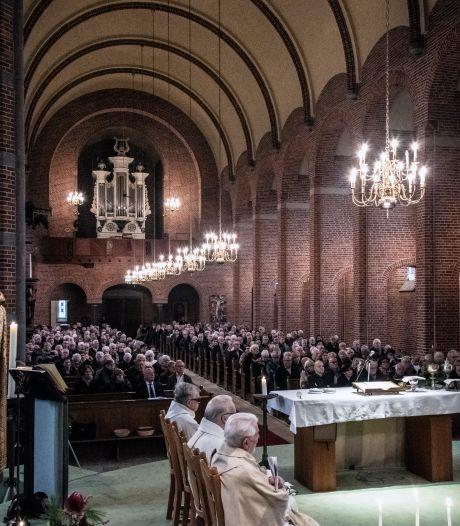 Wie mag er met kerst nog wel de kerk in? 'Het is ondoenlijk om er slechts dertig toe te laten'