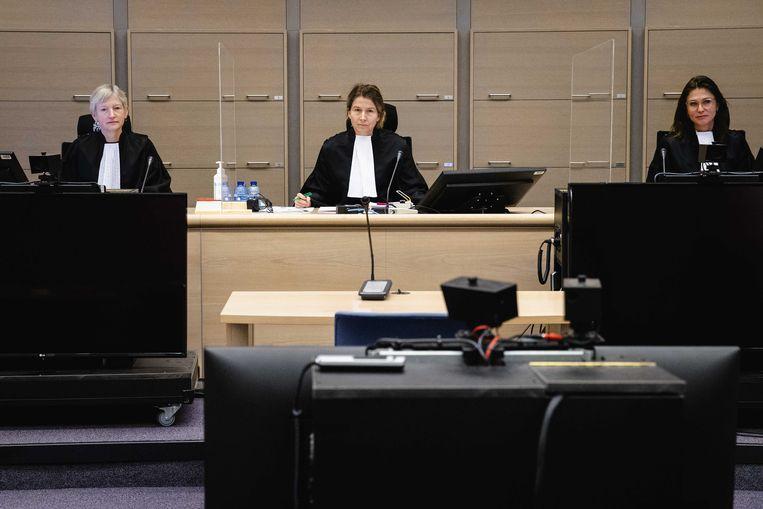 Het gerechtshof in de rechtbank tijdens de eerste zitting in het hoger beroep van Junaid I. De 27-jarige man uit Pakistan is door de rechtbank veroordeeld tot een celstraf, voor het plannen van een aanslag op PVV-leider Geert Wilders.  Beeld ANP