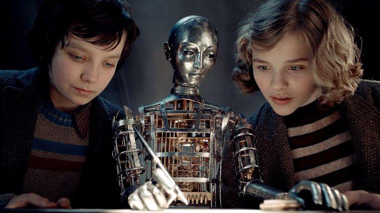 Asa Butterfield en Chloë Grace Moretz in 'Hugo'. Beeld