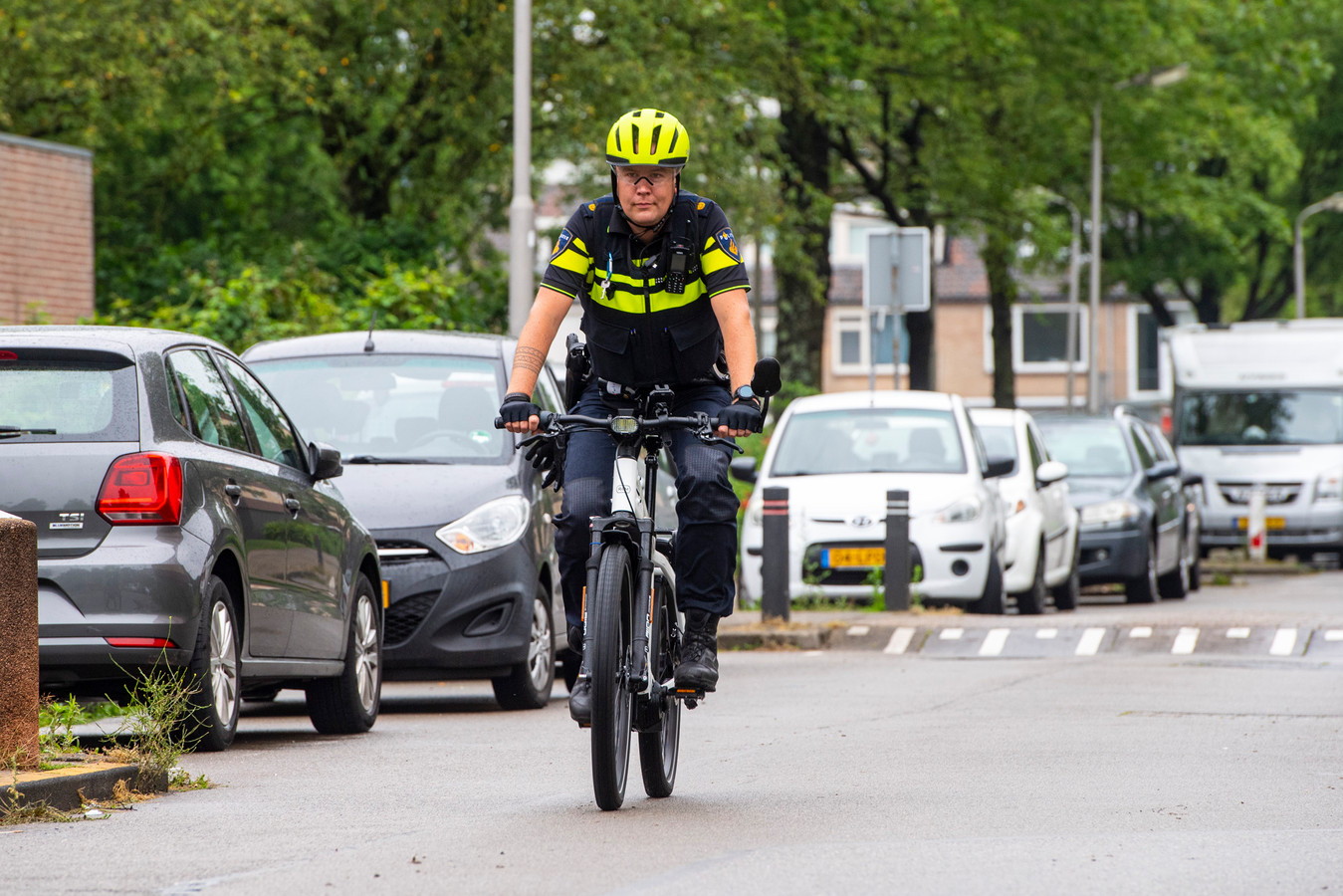Wijkagent Hilbert Hardenberg is een van de mensen die vaak de speed pedelec pakt.