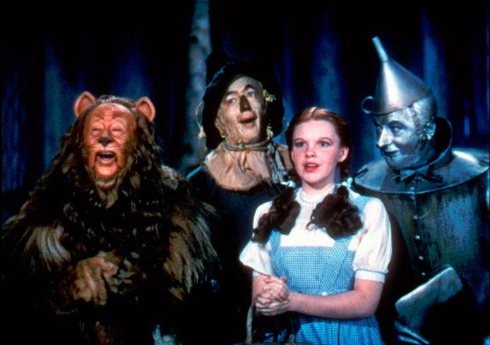 Bert Lahr als the Cowardly Lion, Ray Bolger als the Scarecrow, Judy Garland als Dorothy en Jack Haley als the Tin Woodman
