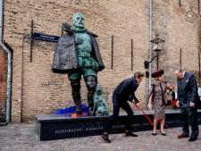 Geen twaalfde plaatsnaam op beeld Willem van Oranje was bewuste keuze, maar Kolff wil het alsnog