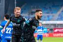 Ahmed Touba viert zijn treffer met Richard van der Venne, die zelf dicht bij de 0-2 was in de eerste helft.