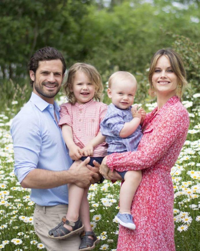 De Zweedse prins Carl Philip en prinses Sofia met hun twee andere zoontjes Alexander en Gabriël.