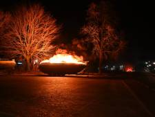 Speedboot vliegt in brand in de buurt van het treinstation in Vriezenveen