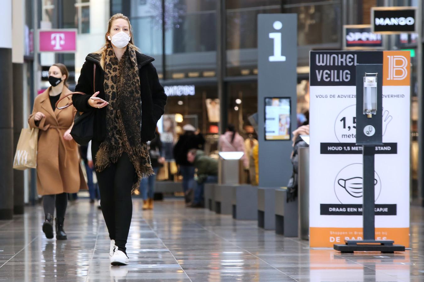 In overdekt winkelcentrum de Barones in Breda zijn mondkapjes verplicht.