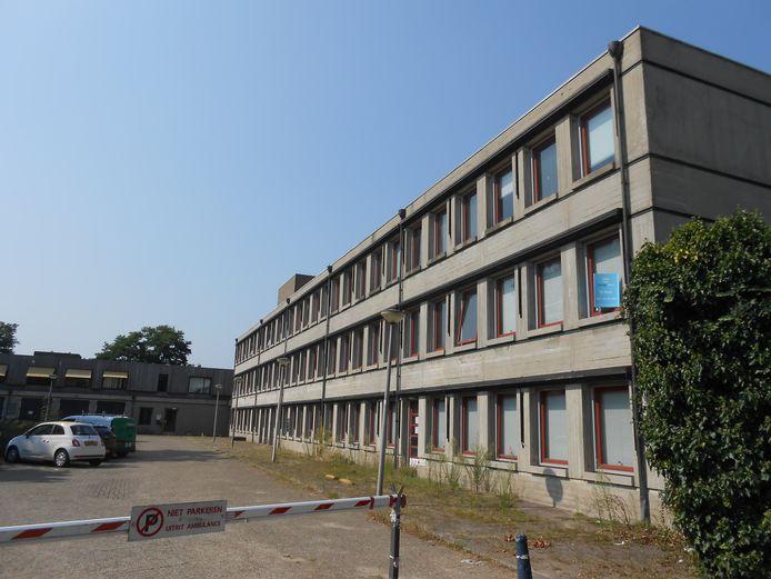 De GGDaan de Zonnehof. De ambulances rukken nu uit vanaf het achterterrein. Ravu wil deze standplaats voor eind 2020 verlaten hebben.