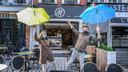 In de aanbieding in M Foodbar en tapasbar Saaz op de Grote Markt: een paraplu voor elke klant