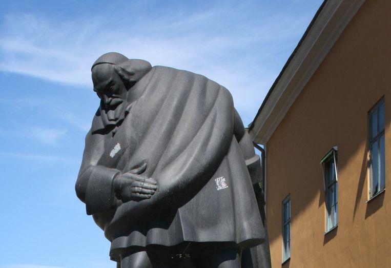 Louis de Geer in graniet, door Carl Milles (1945). Norrköping, Zweden. Beeld