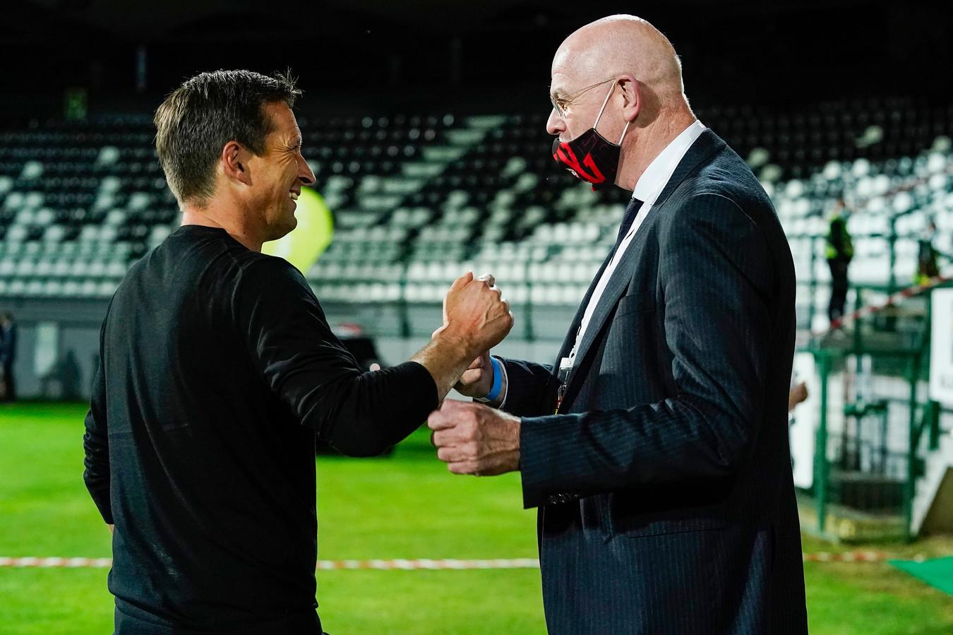 Trainer Roger Schmidt en algemeen directeur Toon Gerbrands van PSV.