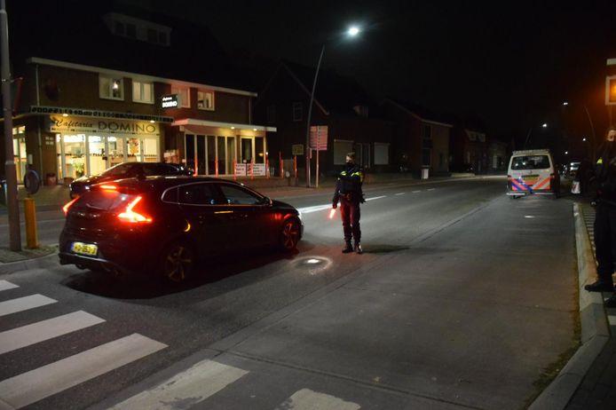 De politie controleert elke automobilist in Groesbeek.