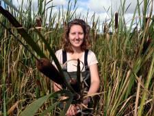 Iris slaat twee vliegen in één klap: kleding van lisdodde is misschien wel de oplossing voor stikstof en de boeren