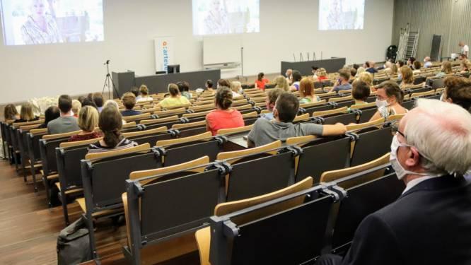 """In het hoger onderwijs blijft het nieuwe normaal een beetje digitaal: """"Per vak zoeken naar de beste lesvorm"""""""