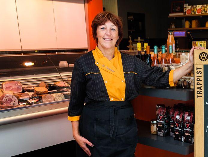 Daisy Wauters in haar delicatessezaak De Smulpaap.