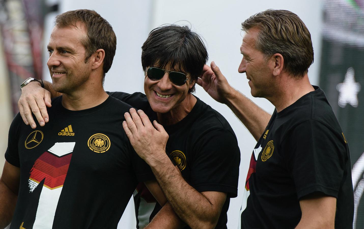 Hansi Flick met Joachim Löw. Samen wonnen ze het WK in 2014.