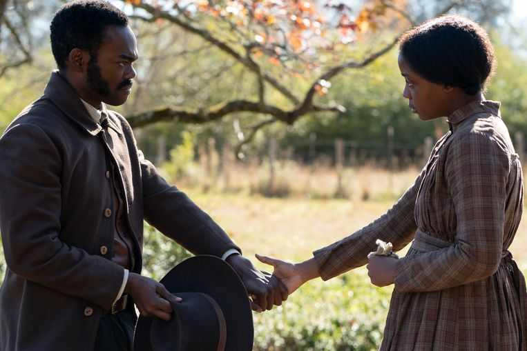 William Jackson Harper als Royal en Thuso Mbedu als Cora in 'The Underground Railroad'. Beeld K2 / Filmstill
