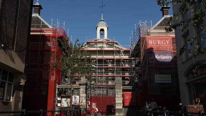 Geen bezoekers maar bouwvakkers: Stedelijk Museum is één grote bouwplaats vol loopbruggen en stof