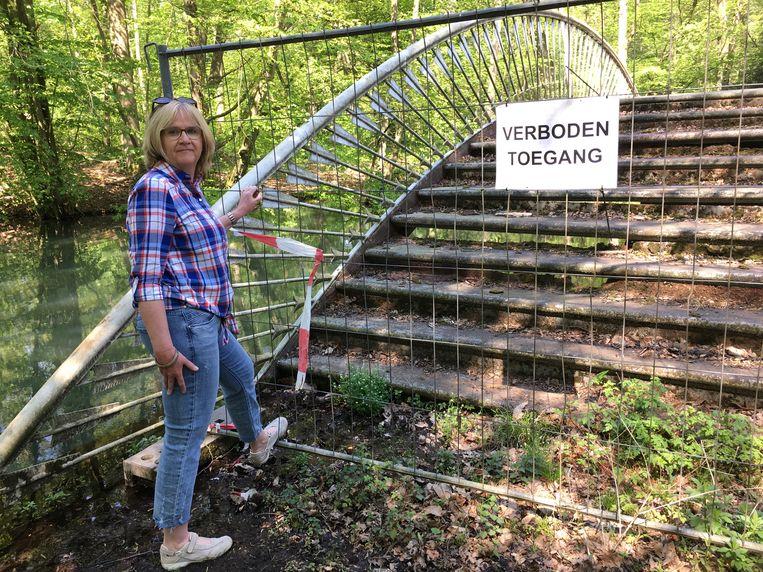 Marleen Struyf bij de Pijlenbrug in het Park van Schilde.