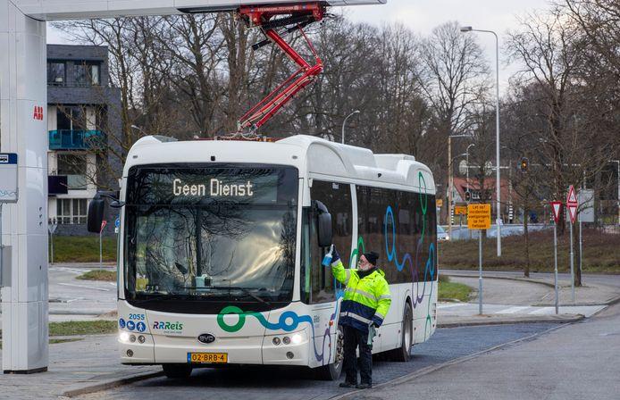 Toen viel de bus plotseling uit: storing velt nieuwe elektrische bussen