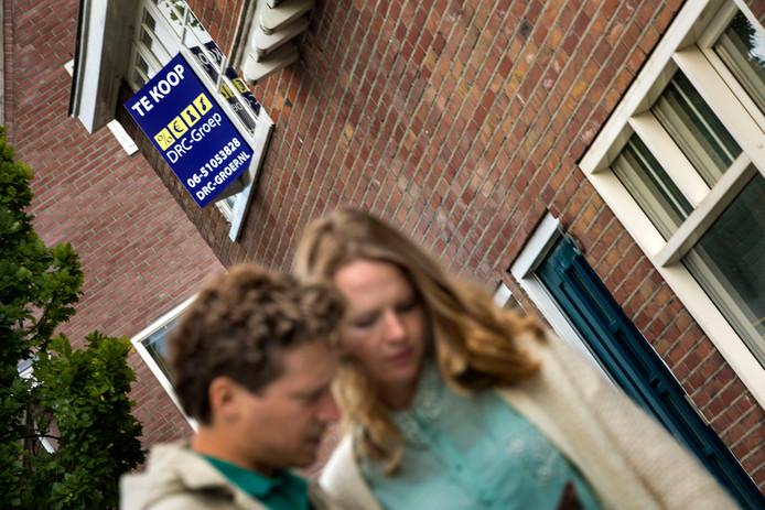 ED-verslaggever Jelle Krekels op huizenjacht, samen met zijn vriendin.