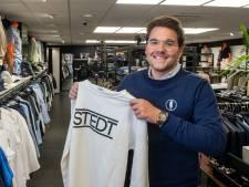 Scheikundedocent Bauke (22) uit Putten lanceert samen met leerlingen kledingmerk: 'Van grap naar professioneel merk'