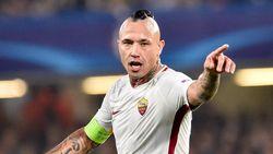 """Martínez en Nainggolan ontlopen elkaar op Chelsea, Radja beseft: """"Het WK halen wordt moeilijk"""""""