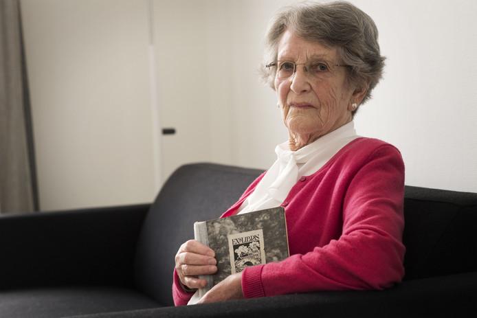 Bertje Bloch heeft haar dagboek uit de oorlog altijd bewaard