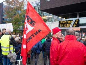 Na aangekondigde ontslagronde: gemeentepersoneel massaal op straat tegen besparingsplannen